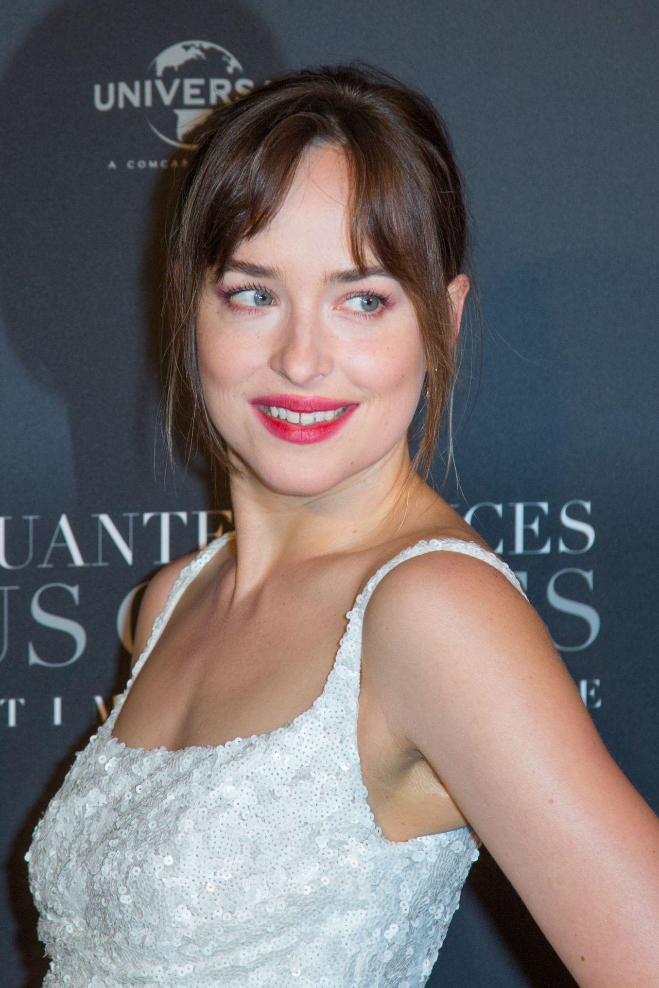 Dakota Johnson Quot Fifty Shades Freed Quot Premiere In Paris