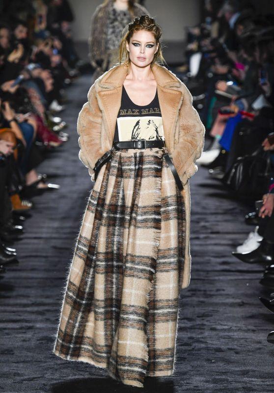 Doutzen Kroes Walks Max Mara Fashion Show in Milan 02/22/2018