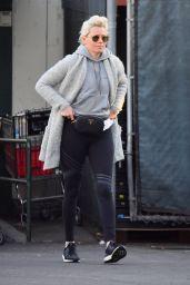 Elizabeth Banks Has New Bleached Blonde Hair - Studio City 02/25/2018