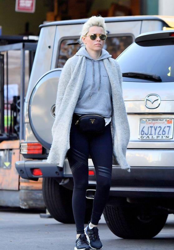 Elizabeth Banks Has New Bleached Blonde Hair - Studio City 02/25/2018