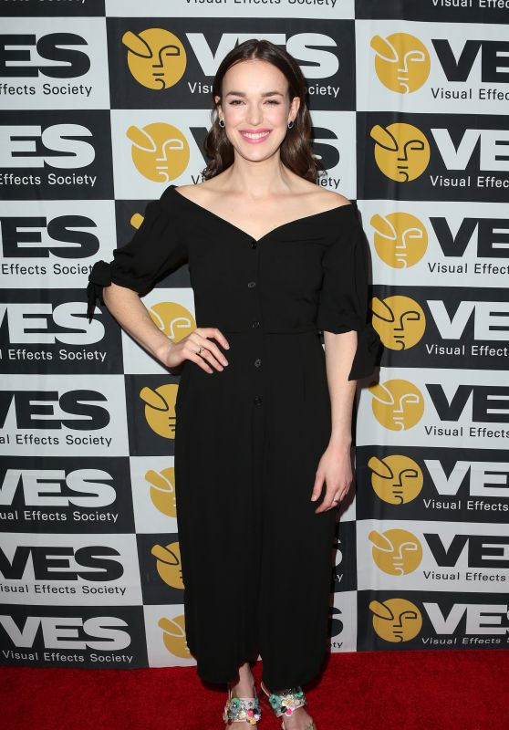 Elizabeth Henstridge - 2018 VES Awards in Los Angeles