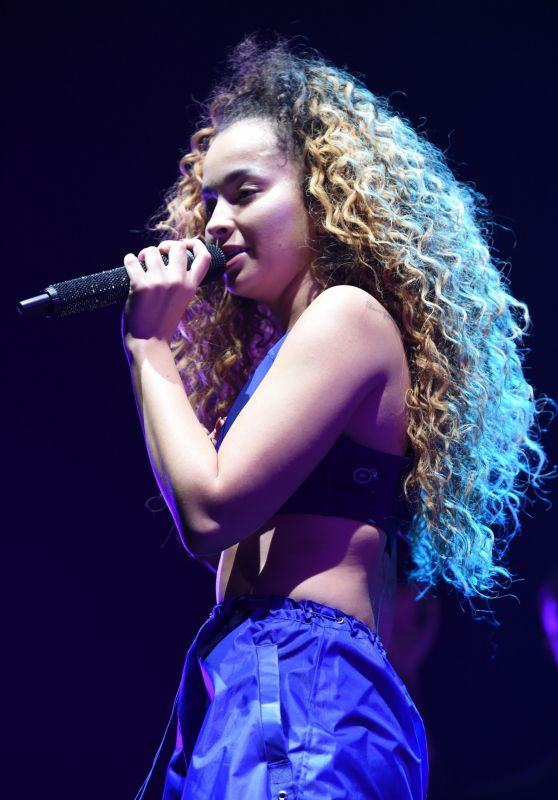 Ella Eyre Performs Live at The First Direct Arena in Leeds
