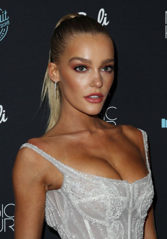 Georgia Gibbs – 2018 Sports Illustrated Swimsuit Issue Launch