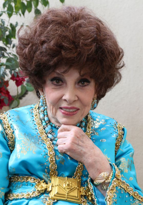 Gina Lollobrigida – Visits the HFPA Offices in Los Angeles
