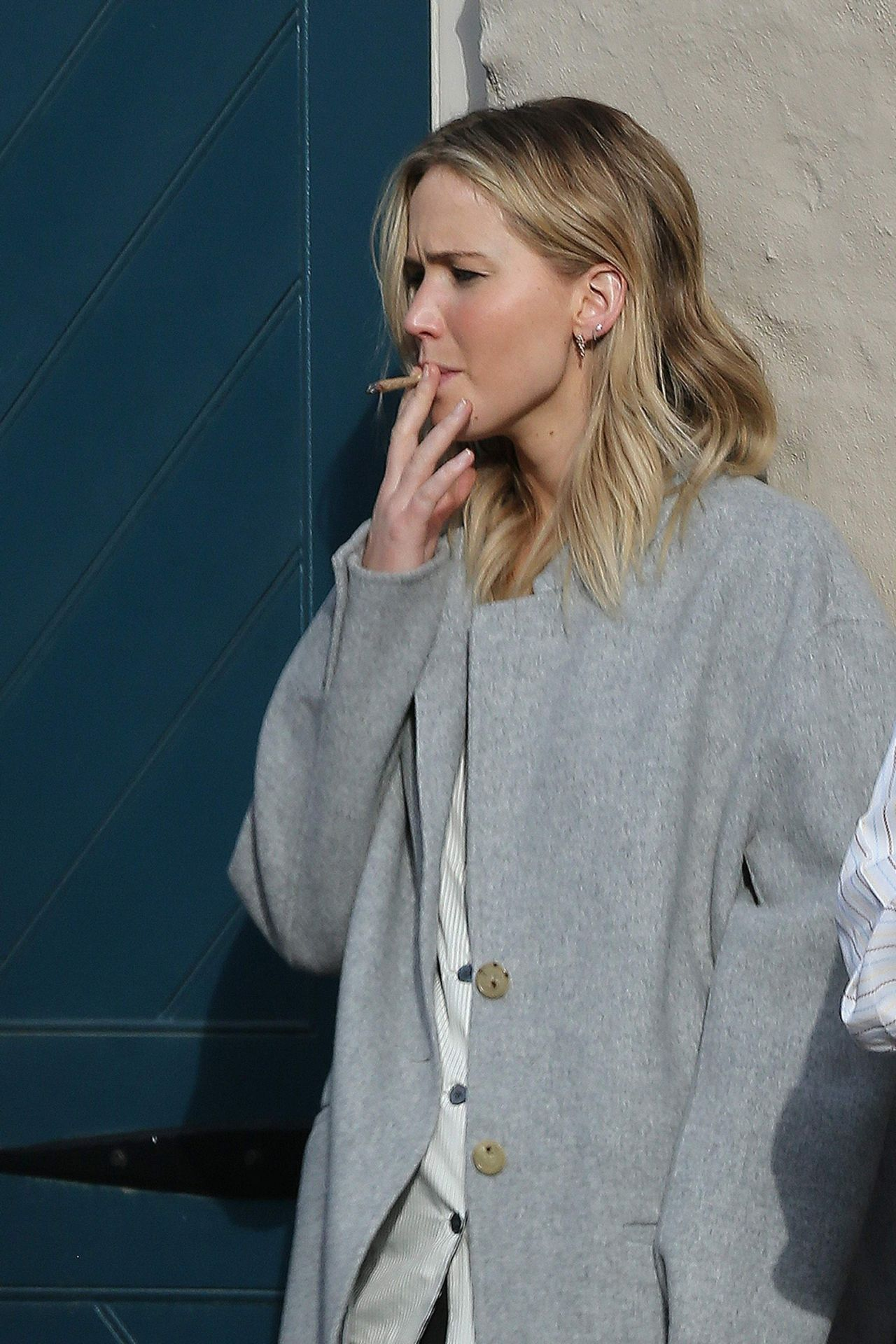 Jennifer Lawrence Puffs Hand Rolled Cigarette At Peche In