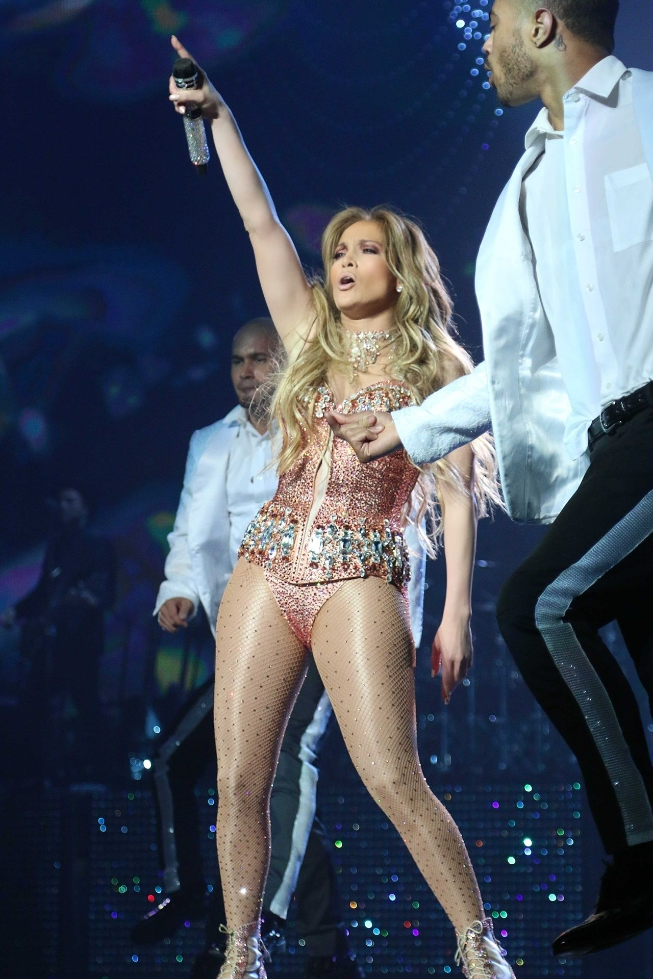 Jennifer lopez performs live at the axis in planet Where does jennifer lopez live