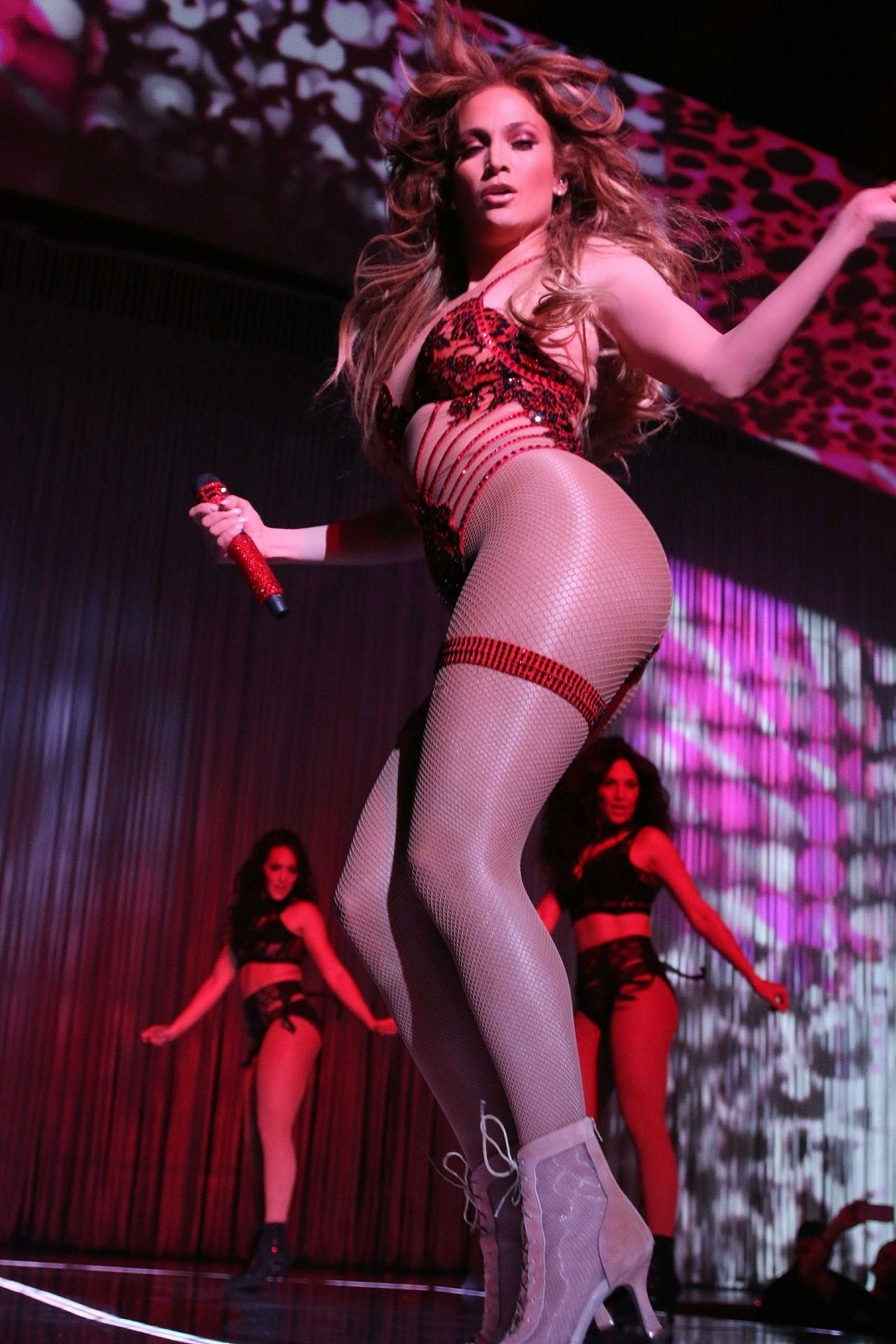 http://celebmafia.com/wp-content/uploads/2018/02/jennifer-lopez-performs-live-at-the-axis-in-planet-hollywood-in-las-vegas-02-23-2018-6.jpg