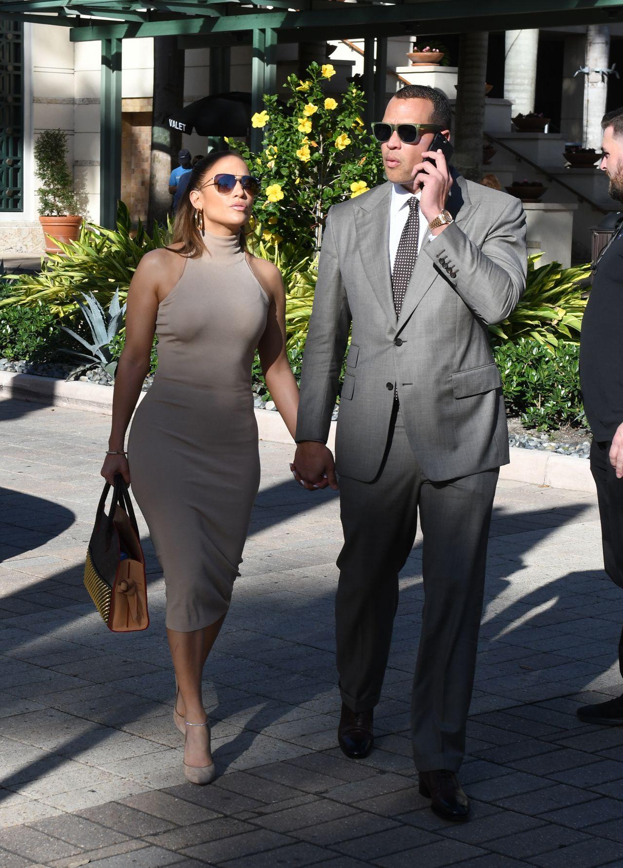 Jennifer Lopez - Shopping for Jewelry in Miami • CelebMafia