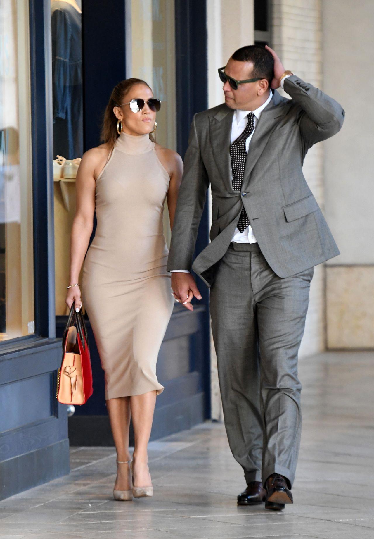 Jennifer Lopez: Shopping for jewelry in Miami -05 | GotCeleb