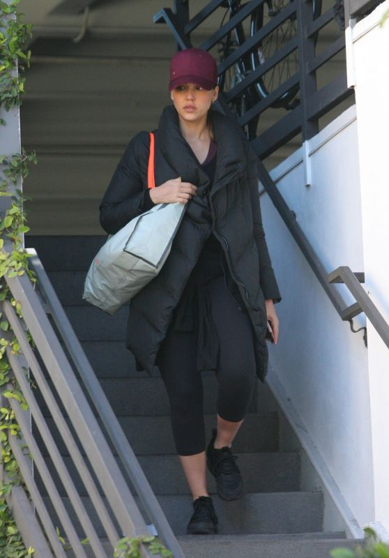Jessica Alba Heads to a Morning Workout at the Gym in West Hollywood