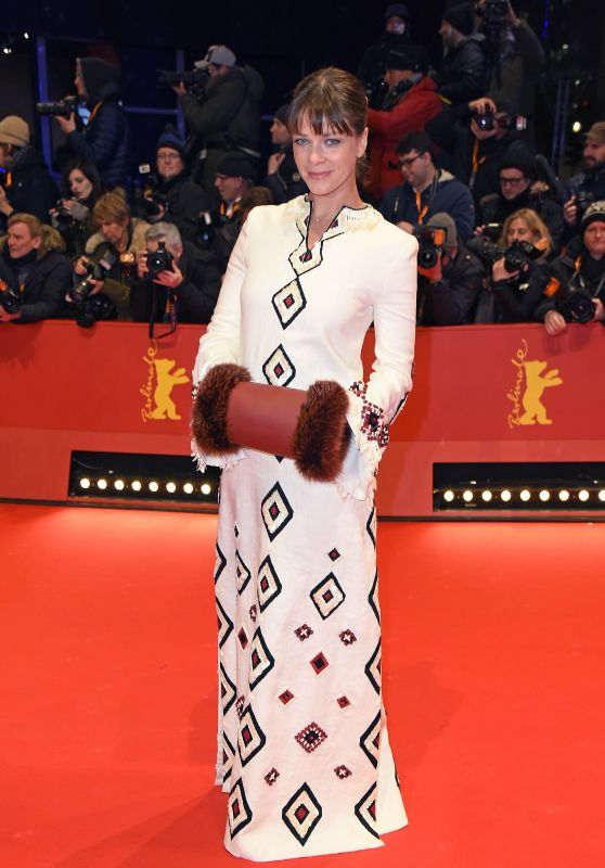 Jessica Schwarz – 2018 Berlin International Film Festival Opening Ceremony