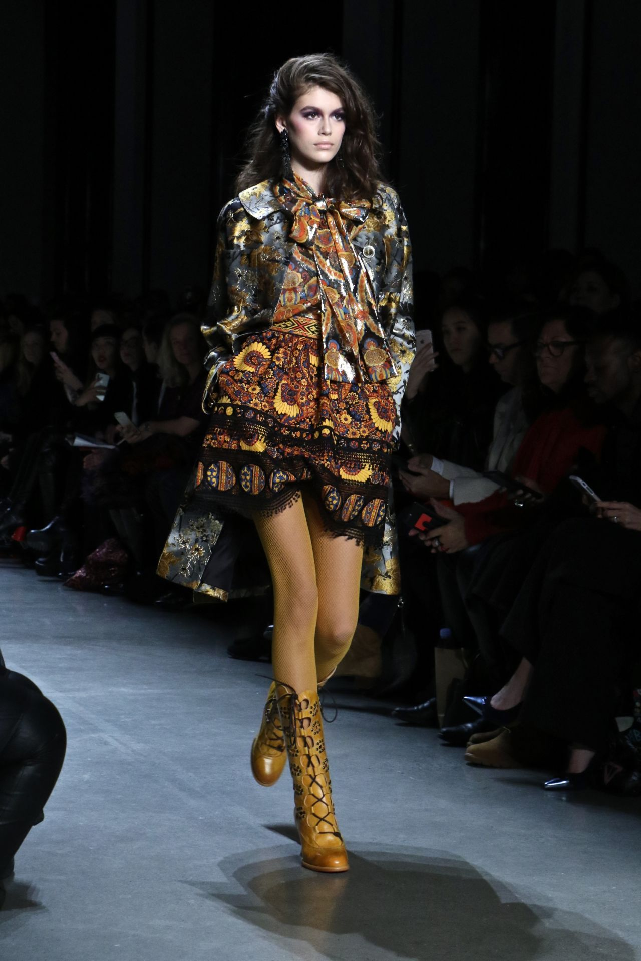 Fashion Show Coloring Pages For Adults: Kaia Gerber Walks Anna Sui Fashion Show In NYC