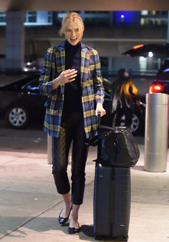 Karlie Kloss - Arrives at JFK Airport in NYC