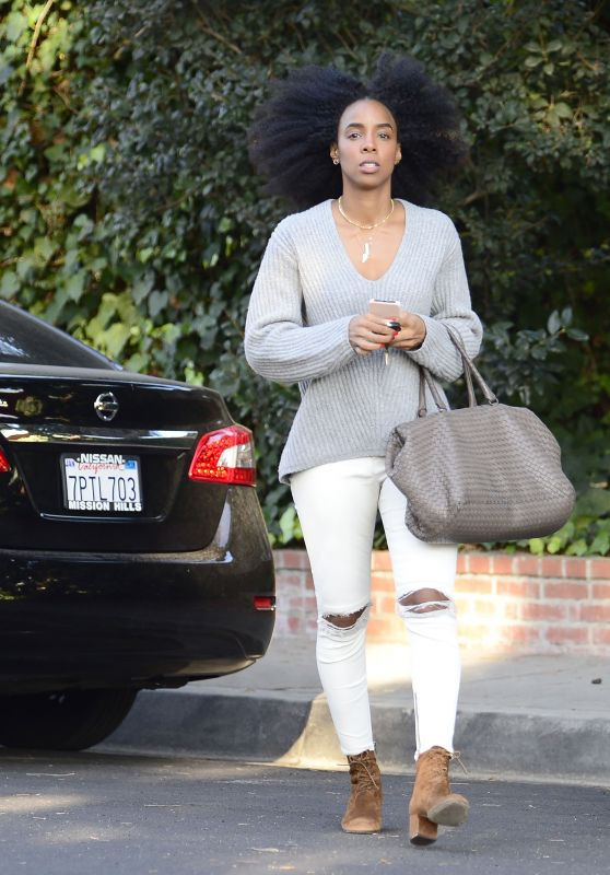 Kelly Rowland Wearing Baggy Sweater and Ripped White Denim - Los Angeles 02/20/2018