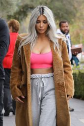 Kim Kardashian - Stops by XO Bloom Flower Shop in Calabasas