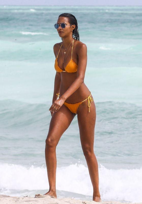 Lais Ribeiro in Bikini Sunbath at the Beach in Miami