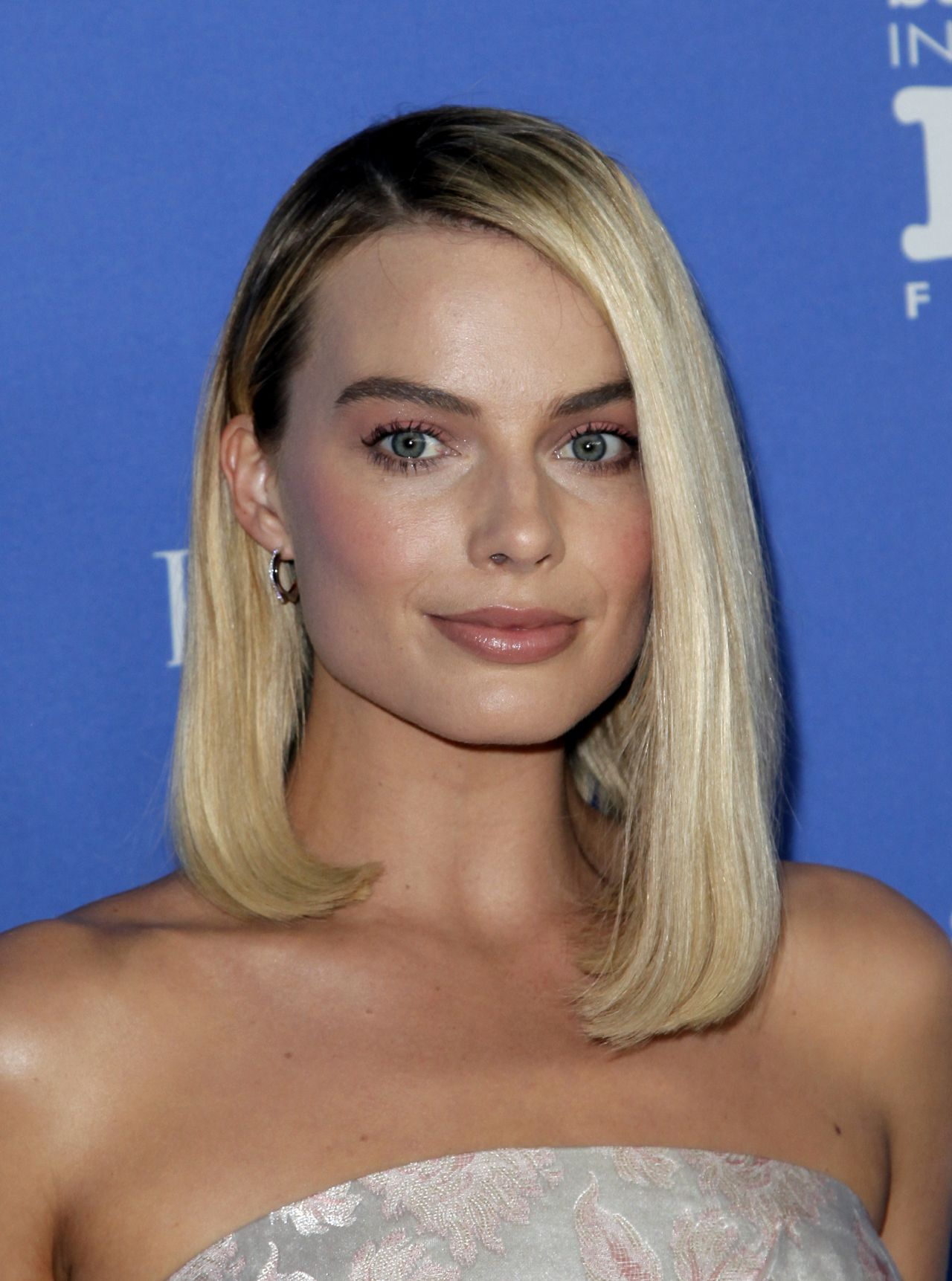 http://celebmafia.com/wp-content/uploads/2018/02/margot-robbie-receives-the-outstanding-performers-of-the-year-award-at-sbiff-4.jpg