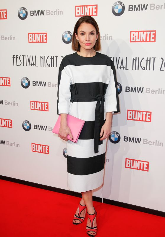 Nadine Warmuth – BUNTE & BMW Host Festival Night, Berlinale 2018