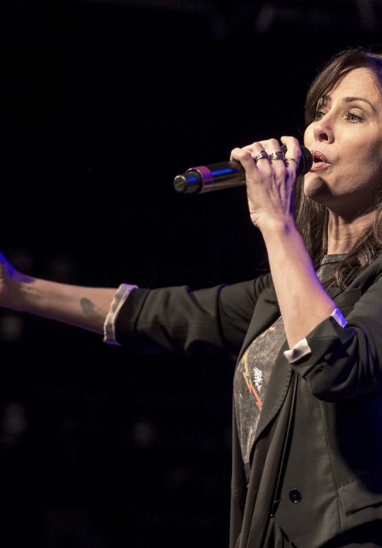 Natalie Imbruglia Performing Live at Liverpool O2 Academy 02/12/2018