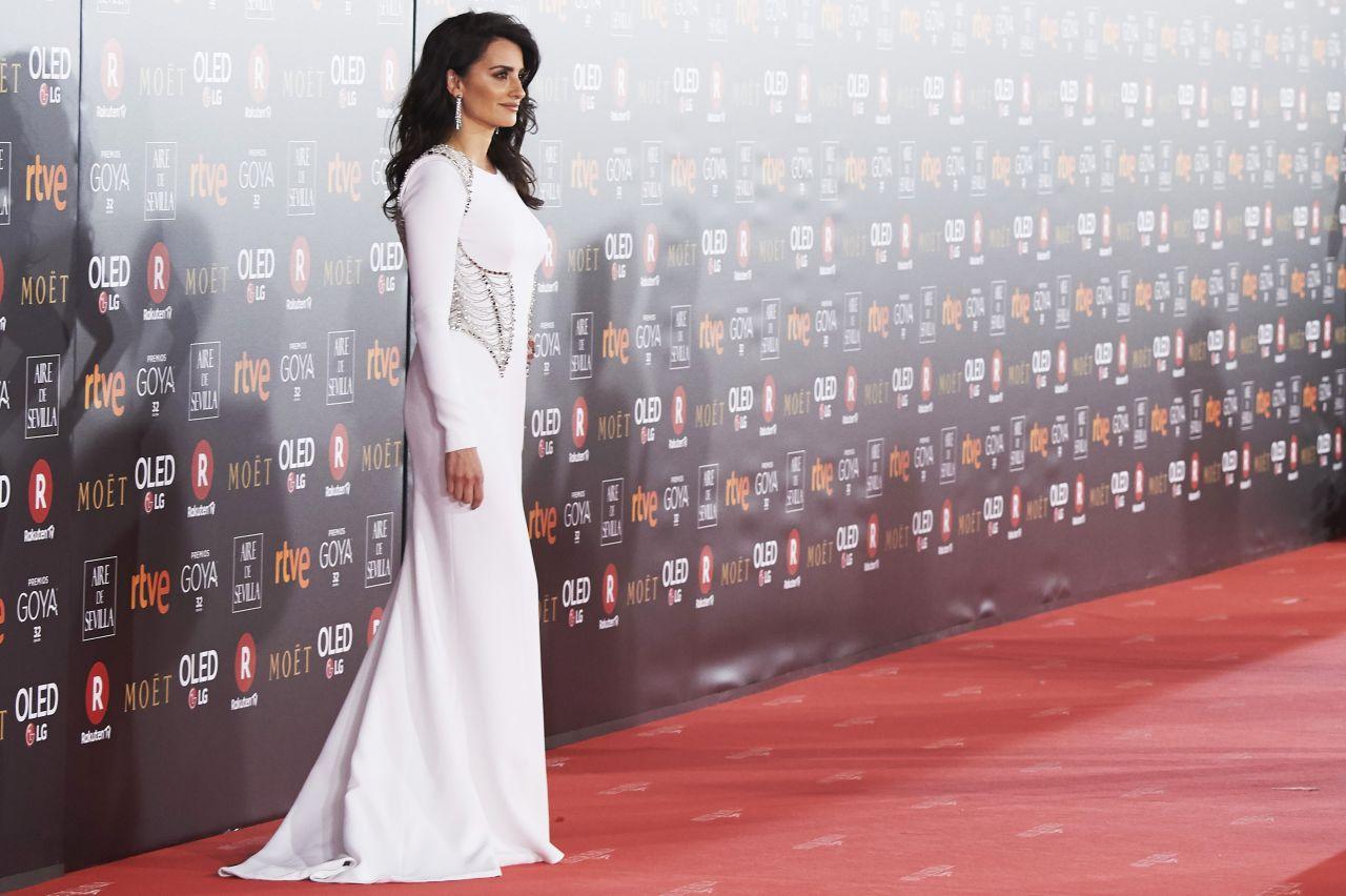 http://celebmafia.com/wp-content/uploads/2018/02/penelope-cruz-2018-goya-awards-in-madrid-0.jpg