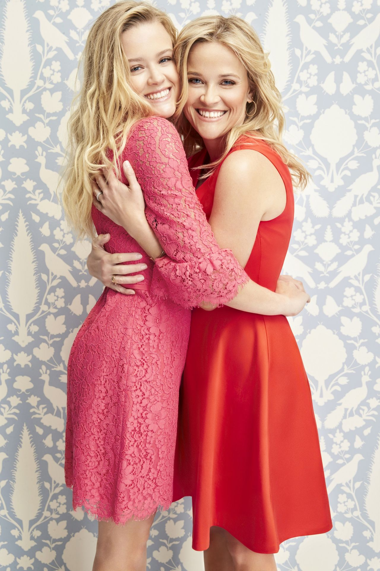 http://celebmafia.com/wp-content/uploads/2018/02/reese-witherspoon-and-ava-phillippe-valentine-s-day-campaign-02-01-2018-4.jpg