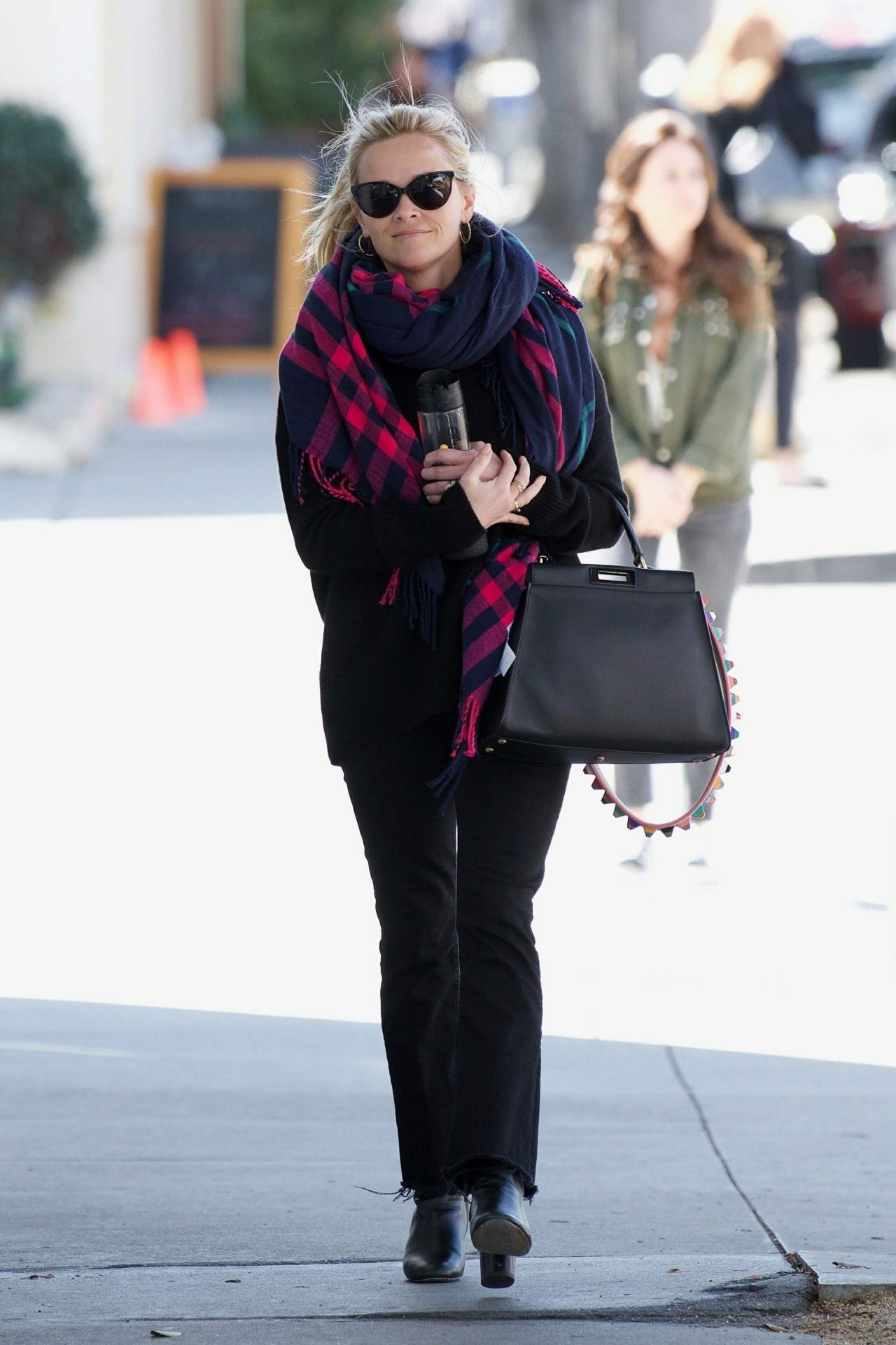 http://celebmafia.com/wp-content/uploads/2018/02/reese-witherspoon-shopping-in-santa-monica-02-27-2018-2.jpg