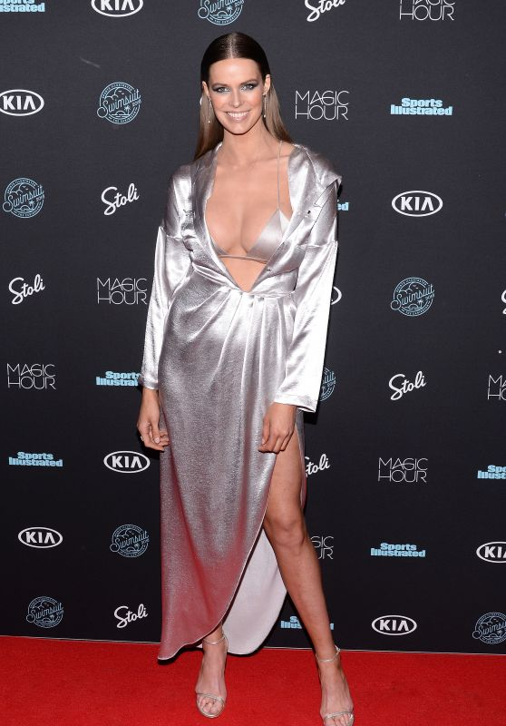 Robyn Lawley – 2018 Sports Illustrated Swimsuit Issue Launch in New York