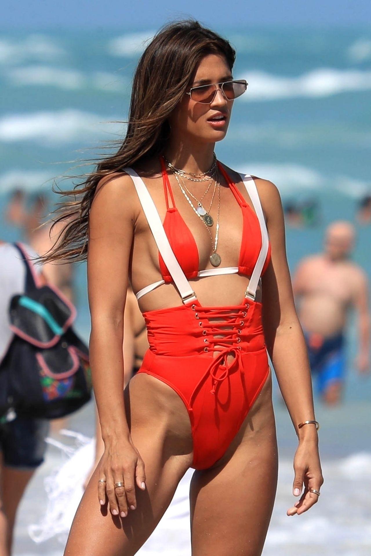 Rocky Barnes Impromptu Swimwear Photoshoot In Miami