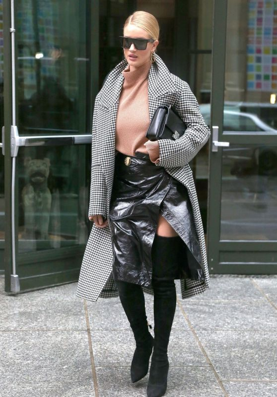 Rosie Huntington-Whiteley Style and Fashion - Leaving Her Hotel in NYC 02/11/2018