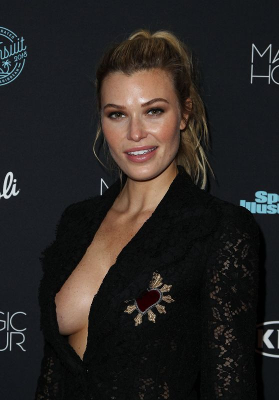 Samantha Hoopes – 2018 Sports Illustrated Swimsuit Issue Launch