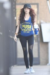 Sarah Hyland in Spandex Hits the Gym in LA