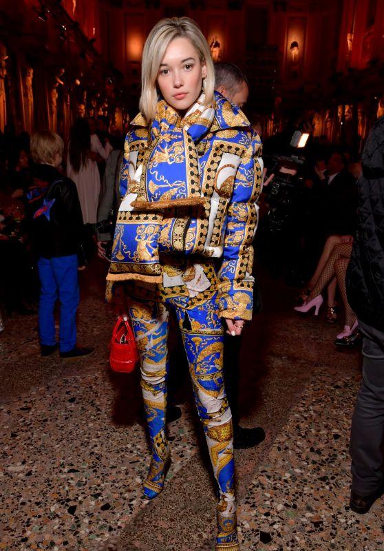 Sarah Snyder – Versace Show FW18 in Milan