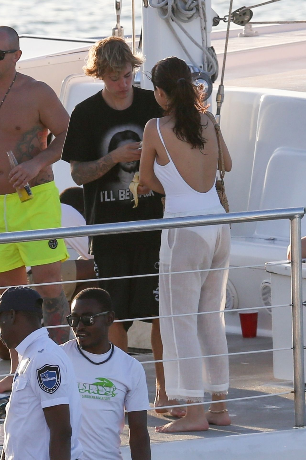 selena gomez and justin bieber sailing with the family