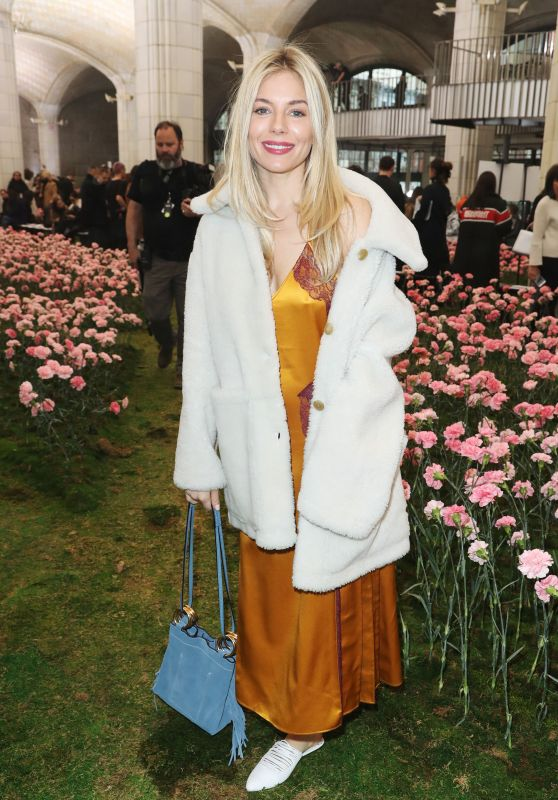 Sienna Miller – Tory Burch Fashion Show Fall Winter 2018 in NYC