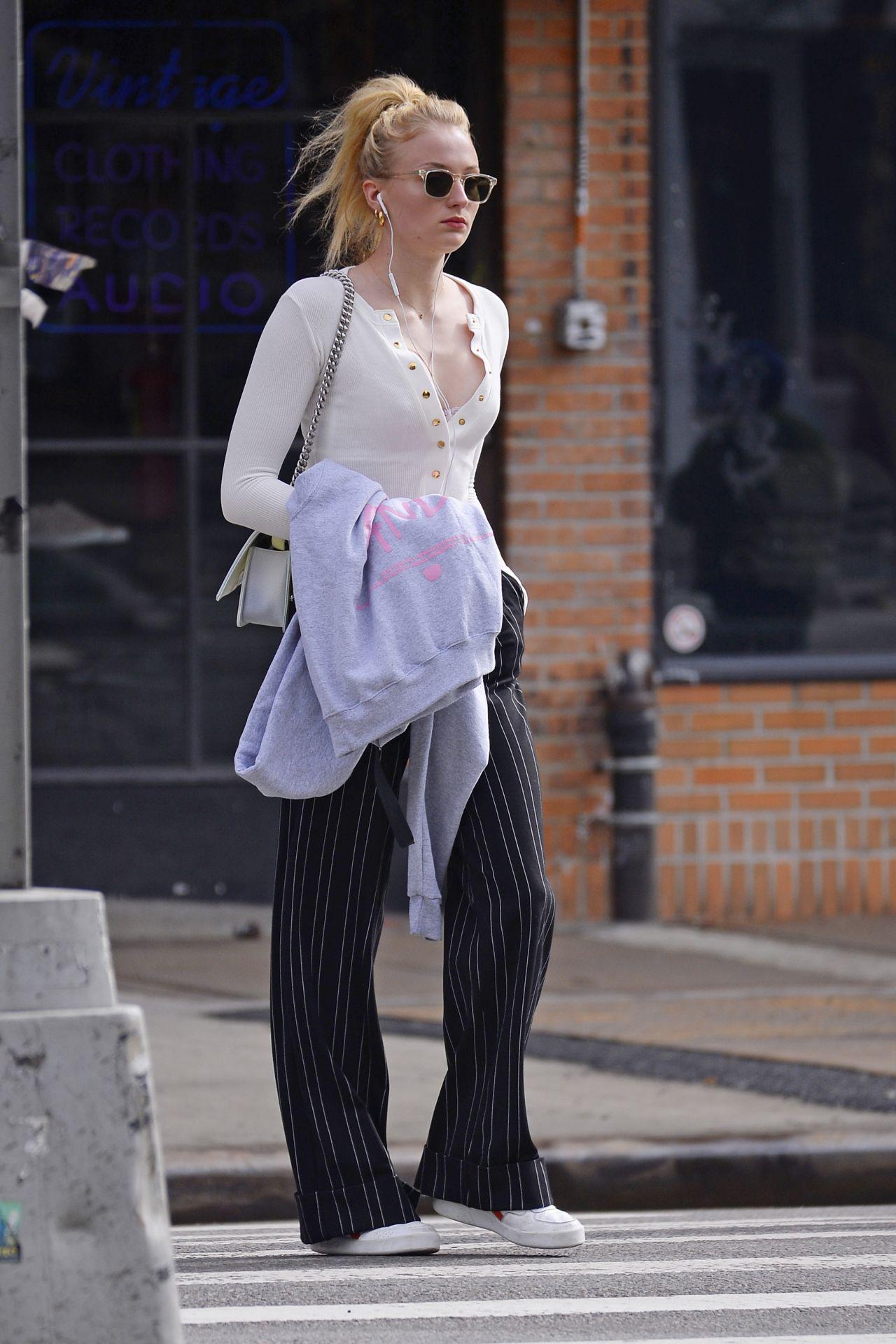 Sophie Turner in Casua... Fergie