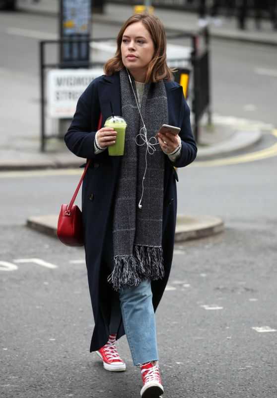 """Tanya Burr - Leaving """"Joe and The Juice"""" on Wigmore Street in London 02/14/2018"""