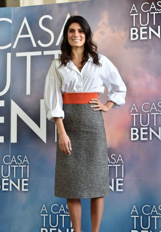 """Valeria Solarino – """"A Casa Tutti Bene"""" Photocall in Rome"""