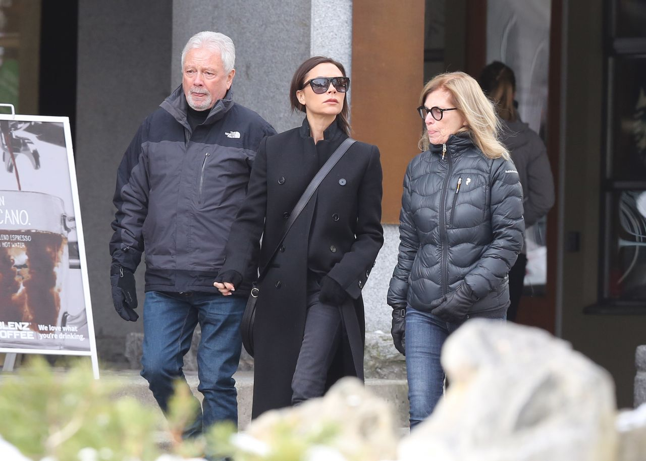 086f676af037 Victoria BeckhamTakes a Stroll With Her Parents in Whistler