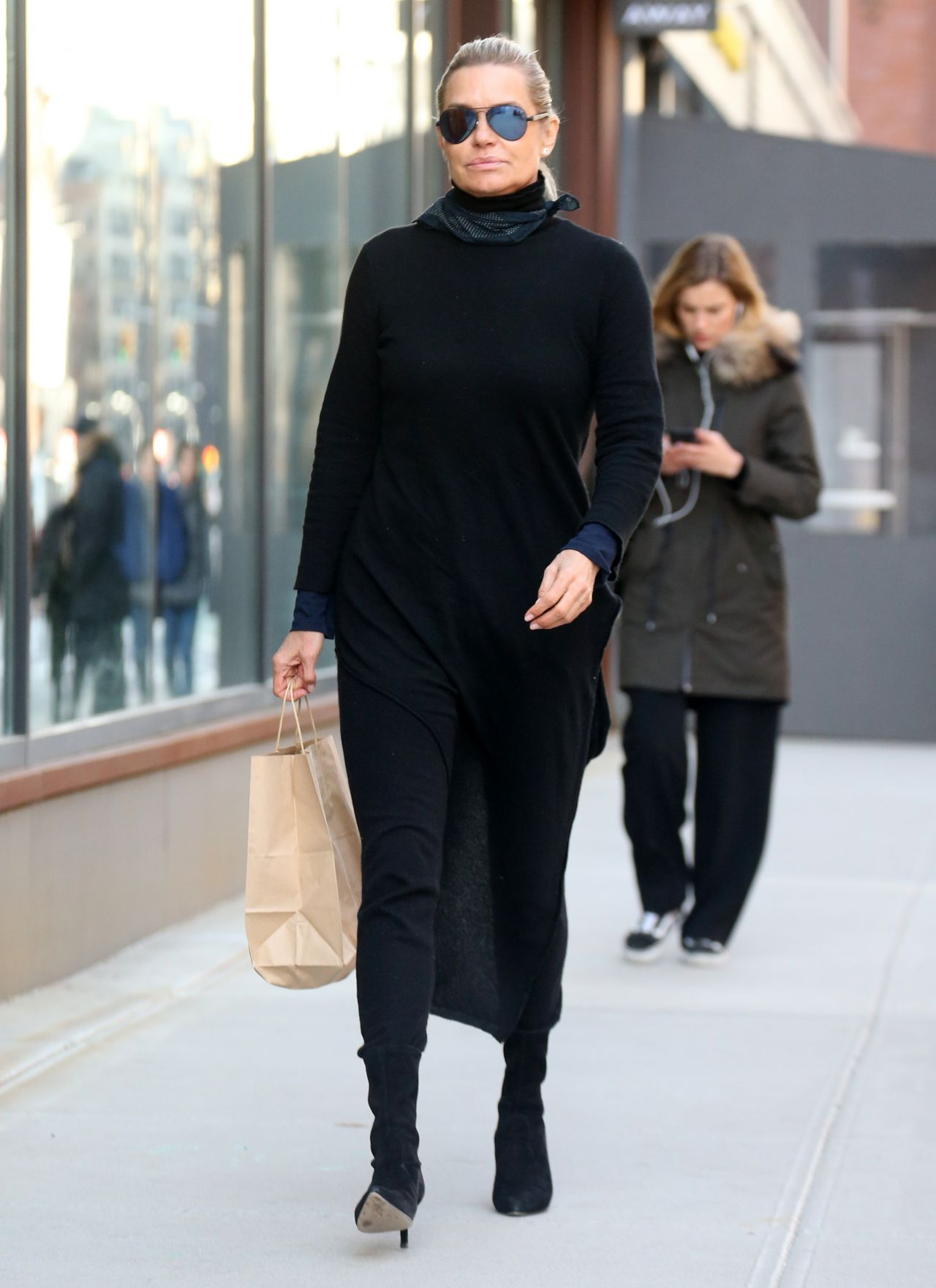 a971e0b7fb Yolanda Hadid Street Fashion – Out in New York 02 12 2018