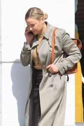 Abbie Cornish Chatting on Her Phone in Beverly Hills 03/09/2018