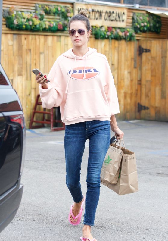 Alessandra Ambrosio Street Style - Los Angeles 03/09/2018