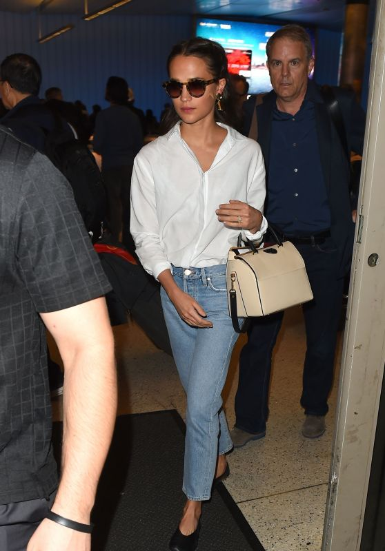 Alicia Vikander - Arrives Into Los Angeles From Mexico 03/11/2018