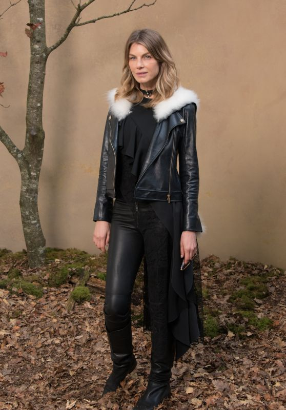Angela Lindvall – Chanel Fashion Show FW18 in Paris