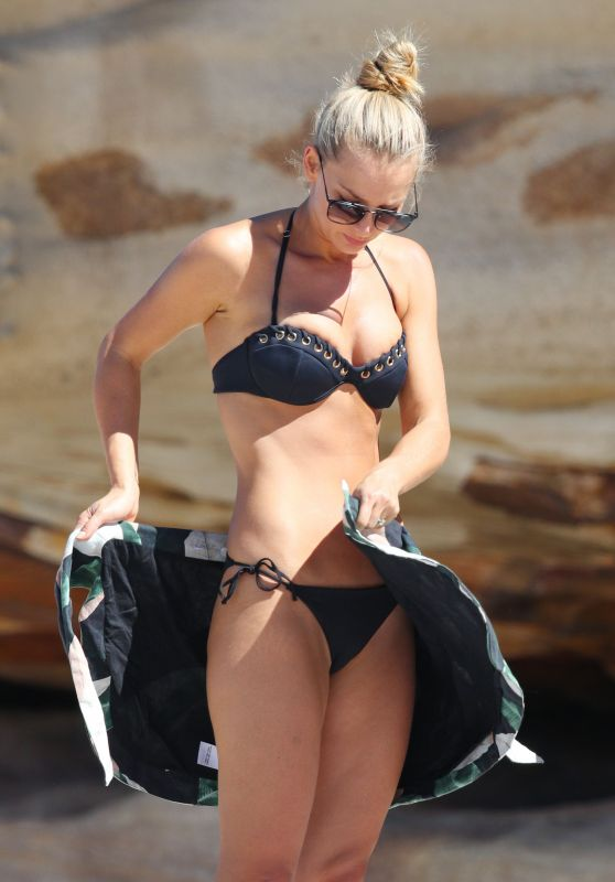 Anna Heinrich in Bikini at Tamarama Beach 03/26/2018
