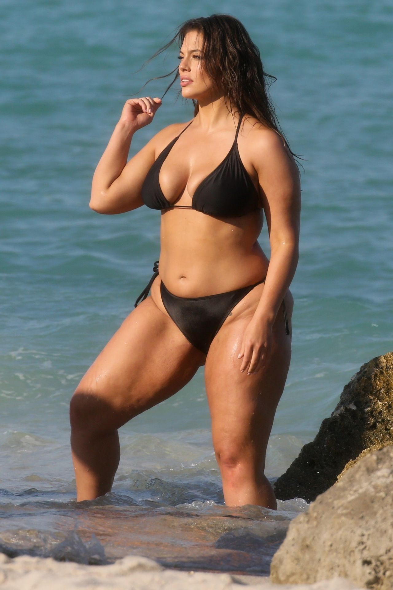 Ashley Graham In A Black Bikini - Photoshoot On The Beach -3129