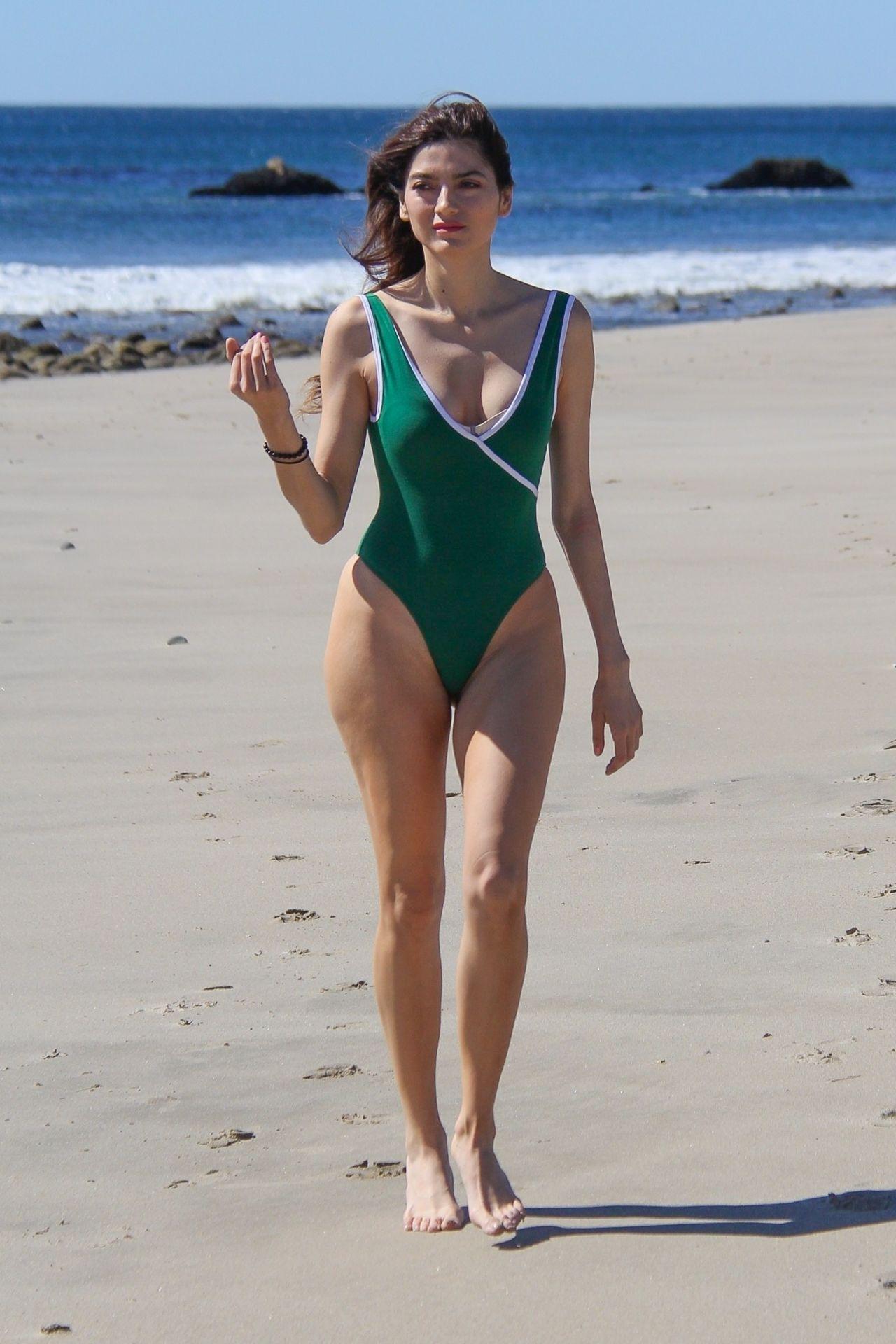 Paparazzi Bella Banos nude (64 photo), Sexy, Sideboobs, Twitter, legs 2006