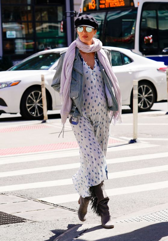 Candice Swanepoel - Shows Off Her Maternal Fashion in NYC