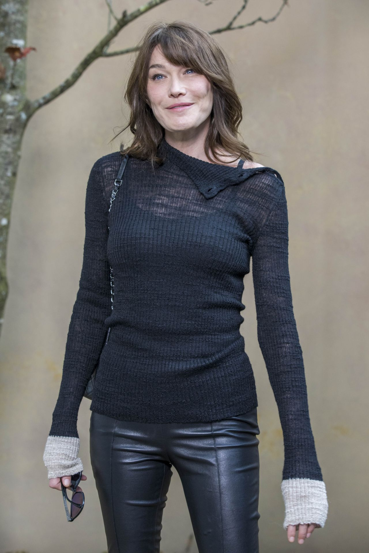 Carla Bruni Ndash Chanel Fashion Show Fw18 In Paris