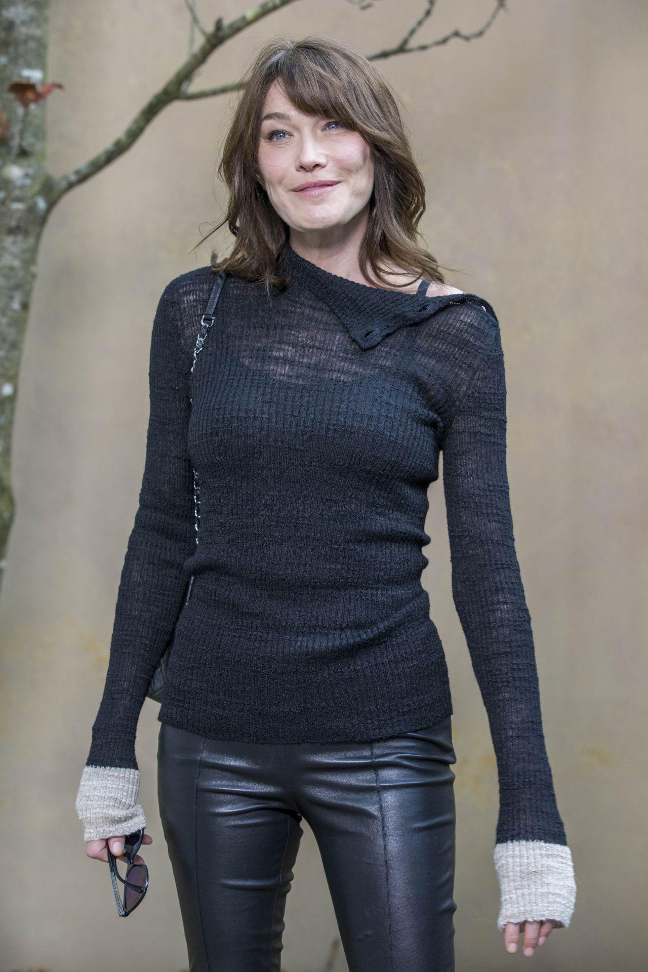 Carla Bruni Chanel Fashion Show Fw18 In Paris