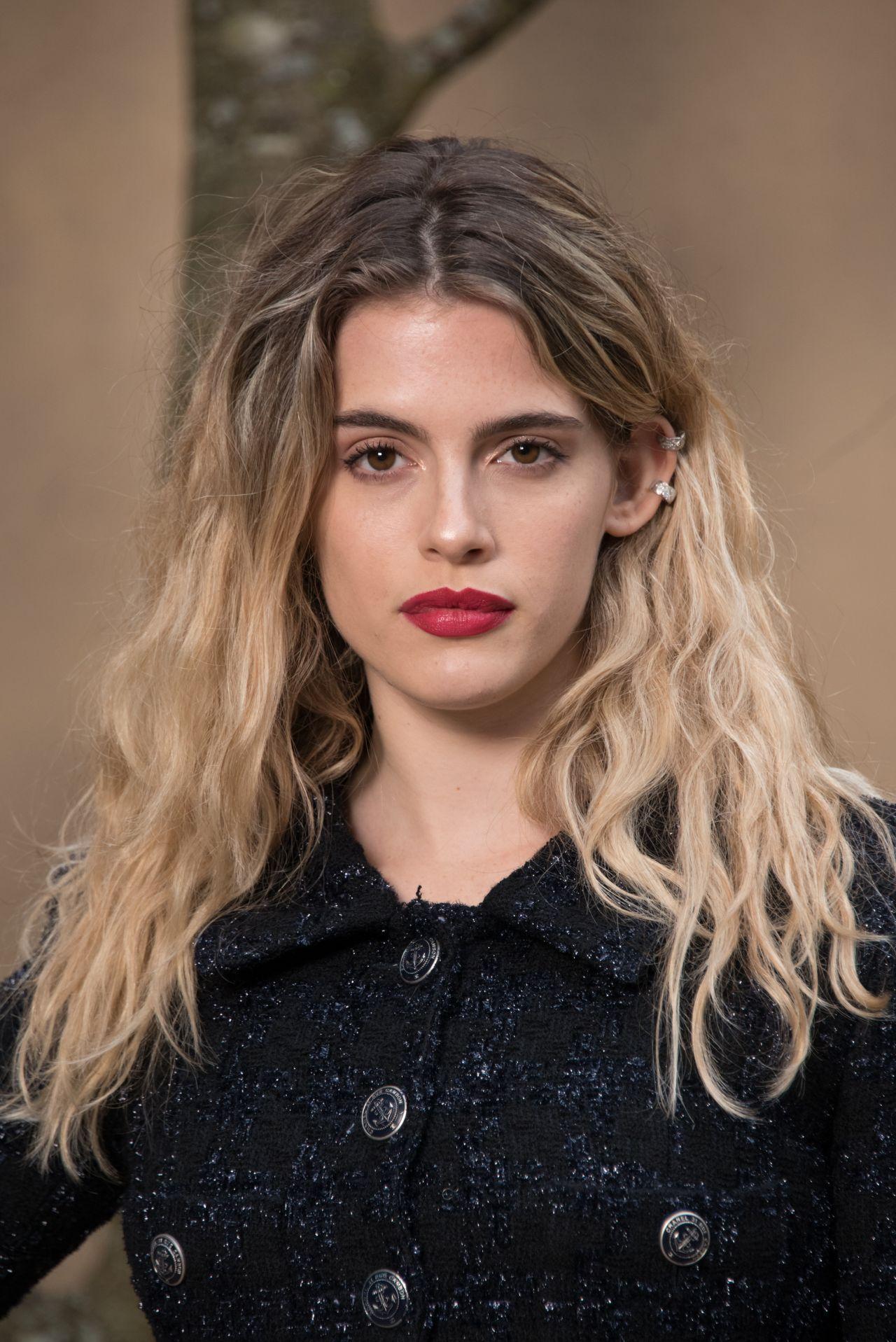 Chiara Parravicini Chanel Fashion Show Fw18 In Paris